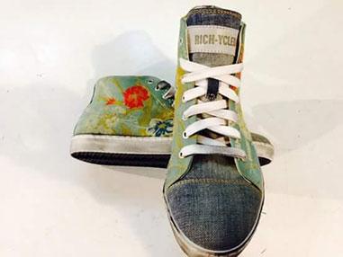 scarpa-sneakers-personalizzata-tessuto-jeans-e-fiori